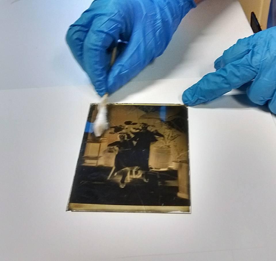 Limpieza de placa de vidrio negativa al gelatinobromuro de plata